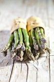 Due mazzi di asparago fresco Immagine Stock
