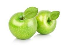 Due mele verdi con i fogli Immagini Stock Libere da Diritti