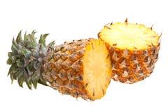 Due metà dell'ananas isolate su bianco Fotografie Stock Libere da Diritti