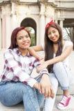 Due migliori amici sorridenti della donna Fotografia Stock Libera da Diritti