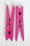 Due mollette per il bucato rosa con i modelli di divertimento hanno lanciato la vista superiore Fotografia Stock