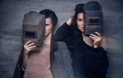 Due momen nelle maschere di un saldatore Fotografia Stock Libera da Diritti