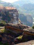 Due monasteri contro le montagne Fotografia Stock Libera da Diritti
