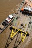 Due navi che lavorano al fiume Fotografia Stock