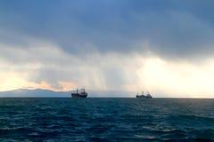 Due navi nel mare Fotografie Stock Libere da Diritti