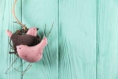 Due negli uccelli di amore nel nido Fotografia Stock Libera da Diritti