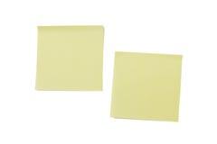 Due note di Post-it gialle in bianco Fotografie Stock Libere da Diritti