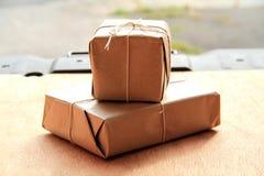 Due pacchetti per la consegna Fotografie Stock Libere da Diritti