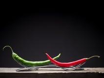 Due peperoncini rossi sulle forcelle Fotografie Stock Libere da Diritti