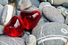 Due perle a forma di del bagno del cuore immagini stock