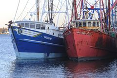 Due pescherecci messi in bacino Fotografie Stock Libere da Diritti