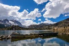 Due pescherecci nel lago gull Fotografia Stock Libera da Diritti
