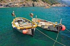 Due pescherecci in porto Fotografia Stock Libera da Diritti