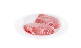 Due pezzi di carne cruda in piatto Immagini Stock