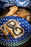 Due pezzi di dolce del poppie-seme su un piatto Fotografie Stock Libere da Diritti