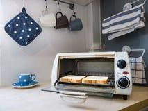 Due pezzi di pani tostati nel forno. Fotografia Stock Libera da Diritti