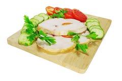 Due pezzi di prosciutto del pollo con le verdure Immagini Stock Libere da Diritti