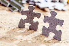 Due pezzi di puzzle Fotografie Stock Libere da Diritti