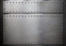 Due piatti d'acciaio con i ribattini sopra il fondo del metallo Fotografia Stock Libera da Diritti