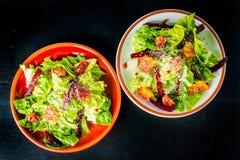 Due piatti di barbabietola e dell'insalata delle arance sanguinelle Fotografia Stock Libera da Diritti
