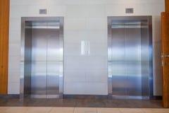 Due porte dell'elevatore chiuse Immagini Stock Libere da Diritti