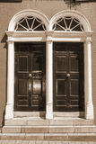 Due porte georgiane incurvate seppia Immagini Stock