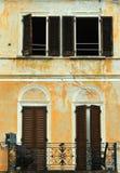 Due portelli due finestre Immagine Stock
