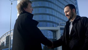 Due professionisti di affari che hanno una riunione stock footage