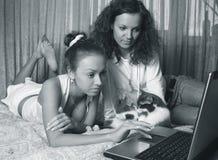 Due ragazze immagini stock libere da diritti