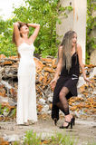 Due ragazze di modo fotografia stock libera da diritti