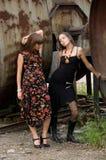 Due ragazze di modo fotografie stock libere da diritti
