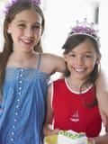 Due ragazze sorridenti in diademi Immagine Stock