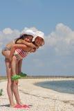 Due ragazze sulla spiaggia Fotografia Stock