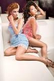 Due ragazze sveglie Fotografia Stock