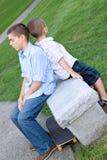 Due ragazzi annoiati fotografia stock libera da diritti