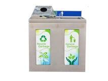 Due recipienti residui dell'acciaio inossidabile in uno per riciclano la separazione dell'isolato su fondo bianco Immagini Stock Libere da Diritti
