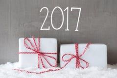 Due regali con neve, testo 2017 Fotografia Stock Libera da Diritti