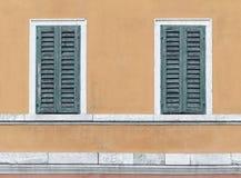 Due retro finestre immagini stock