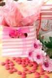 Due sacchetti del regalo con la caramella dentellare intorno Immagine Stock Libera da Diritti