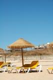 Due salotti sulla spiaggia immagine stock