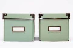 Due scatole di stoccaggio della casa di verde verde oliva Immagine Stock