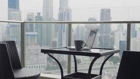 Due sedie al terrazzo archivi video