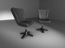 Due sedie nere d'informazione nella stanza scura Fotografia Stock
