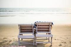Due sedie a sdraio di legno fotografie stock