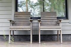 Due sedie sul patio fotografia stock libera da diritti
