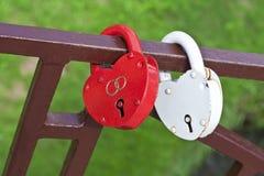Due serrature sotto forma d'i cuori Fotografie Stock