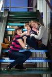 Due sorelle e la loro babysitter. Immagine Stock Libera da Diritti