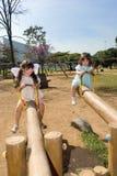 Due sorelle sui Totters della bascula Fotografia Stock Libera da Diritti