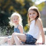 Due sorelline Fotografia Stock