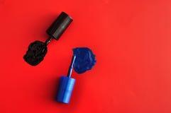 Due spazzole delle bottiglie dello smalto Fotografia Stock